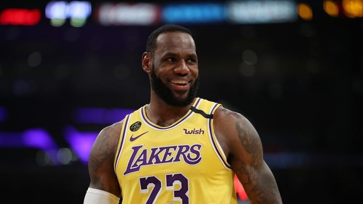LeBron James Reacts To Lakers JR Smith Signing