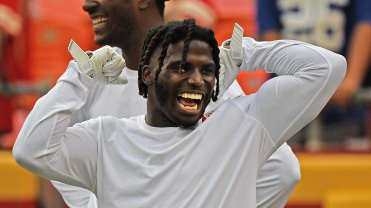 Tyreek Hill Explodes For 269 Yards & 3 TDs In Win Over Bucs