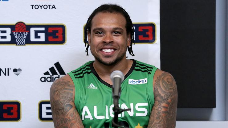 Twitter Reacts To Unflattering Viral Photo Of Shannon Brown