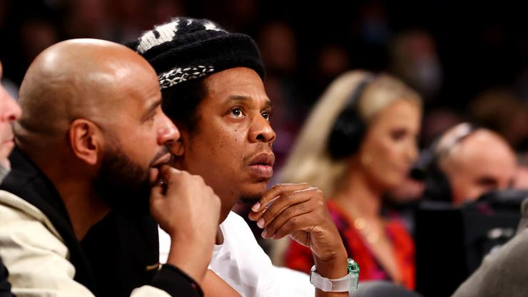 JAY-Z & LaMelo Ball Exchange Words At Hornets/Nets Game